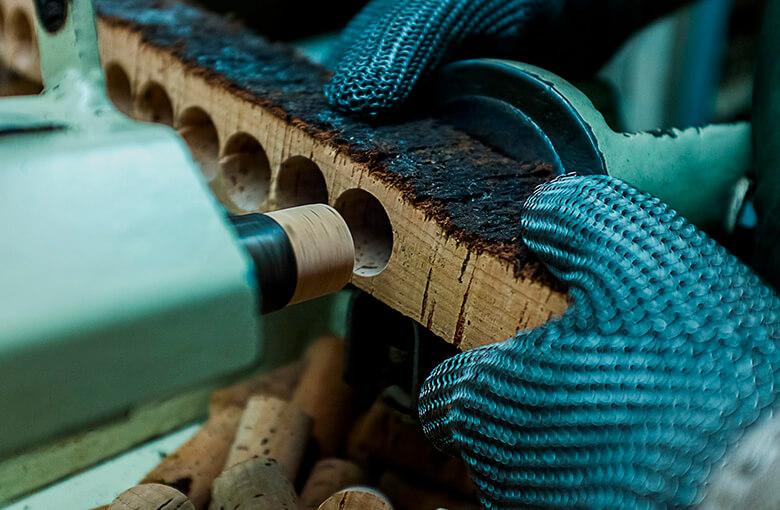 软木塞的生产-葡萄牙软木协会图片库